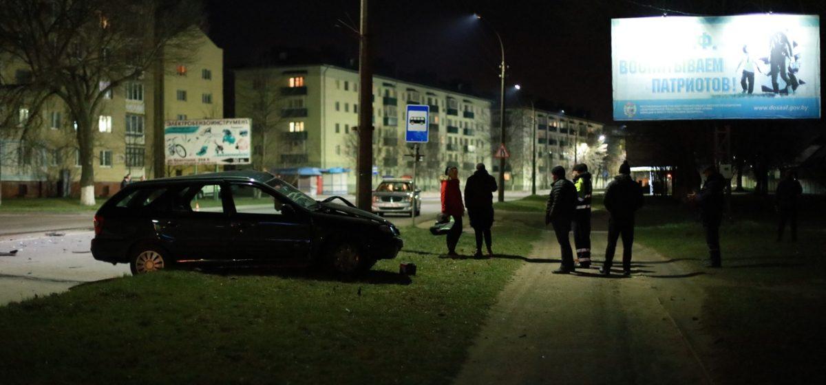 После столкновения двух авто в Барановичах одному из водителей потребовалась помощь спасателей и медиков