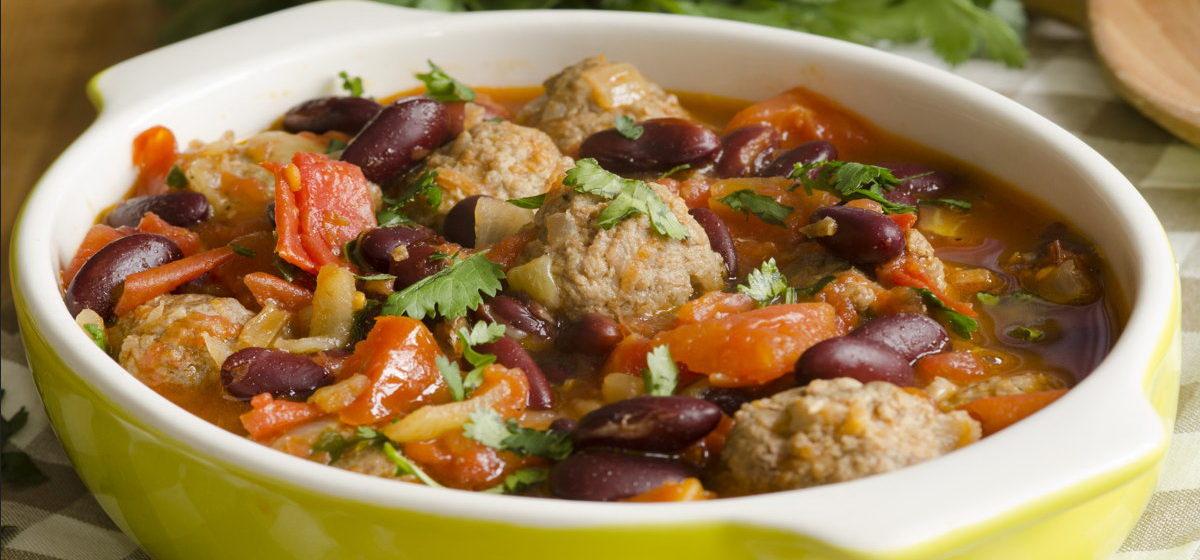 Вкусно и просто. Мясо, тушенное с овощами и фасолью
