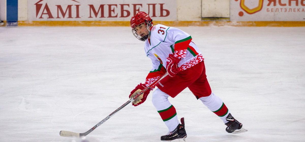 Николай Лукашенко сыграл в хоккей в Барановичах и стал лучшим игроком матча. Фоторепортаж