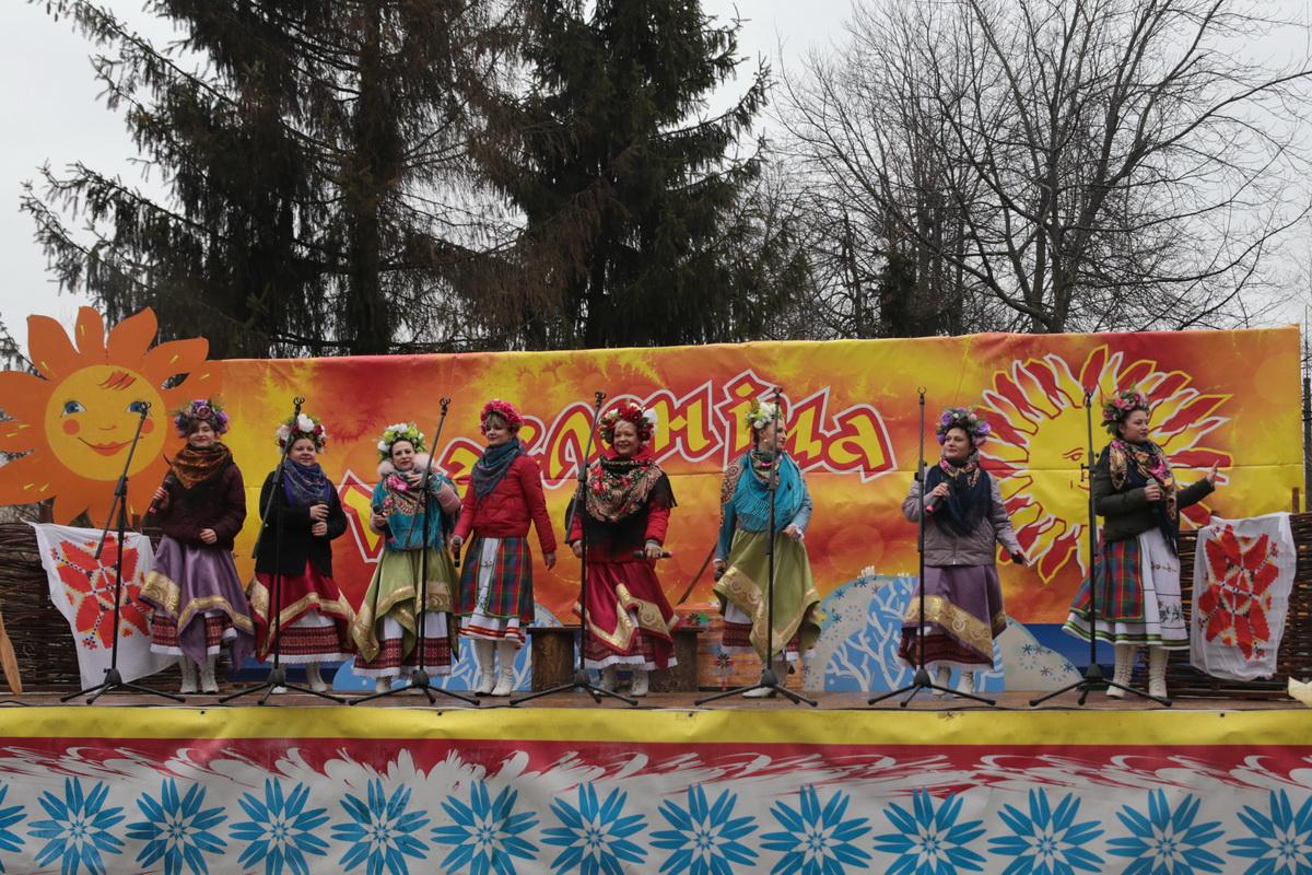 1 марта, на праздновании Масленицы, в молодом парке выступили творческие коллективы. Фото: Андрей БОЛКО
