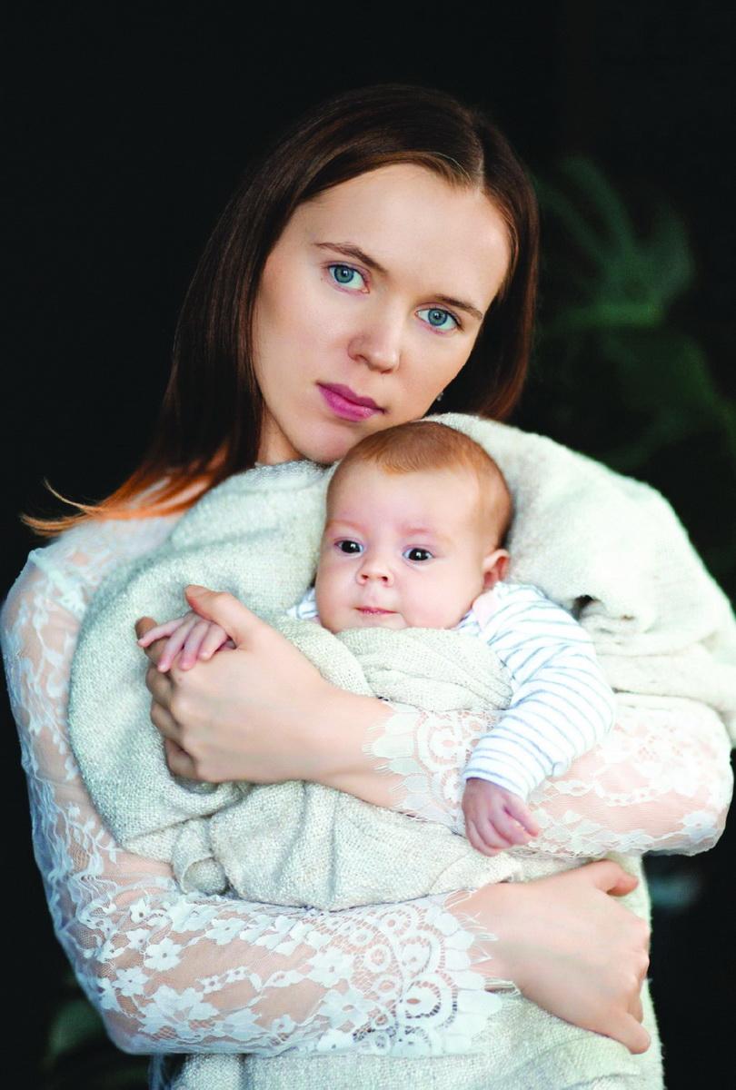 Юлия Жагунь говорит, что сделает все возможное, что в ее силах, чтобы помочь дочери Софийке.  Фото: Елена Радомская