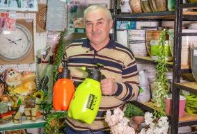 Как выбрать садовый опрыскиватель и чем обработать плодовые деревья весной. Видео