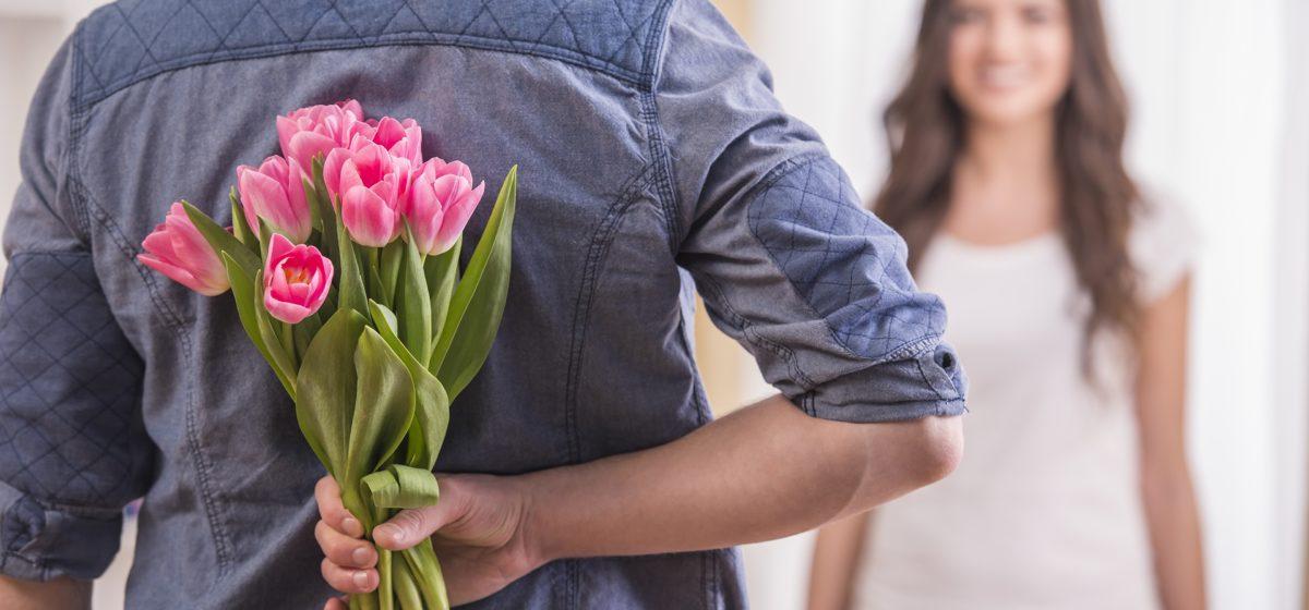 В Бобруйске пьяный мужчина захотел поздравить жену с днем рождения и ограбил цветочный магазин