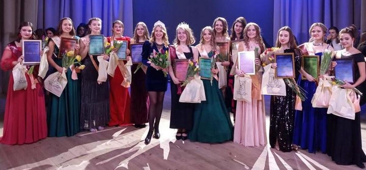 На конкурсе «Мисс Лицей БГУ» Анастасия Лукашенко пошутила про деда и заняла второе место. Видео