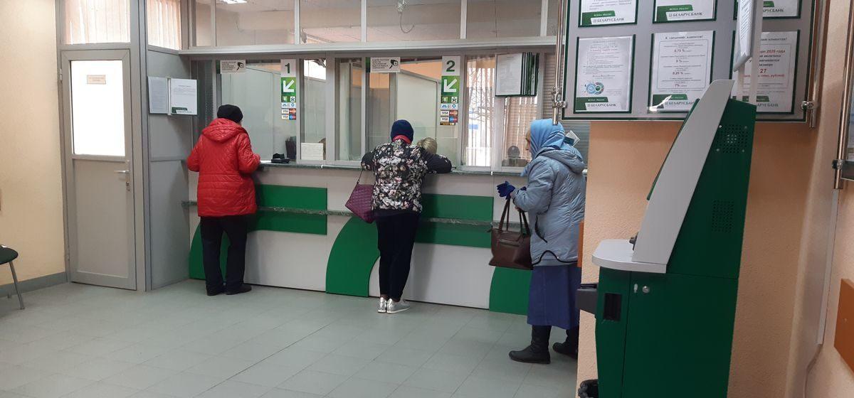 Доллары – по 2,7 рубля, но купить невозможно. Что происходит в барановичских обменниках?