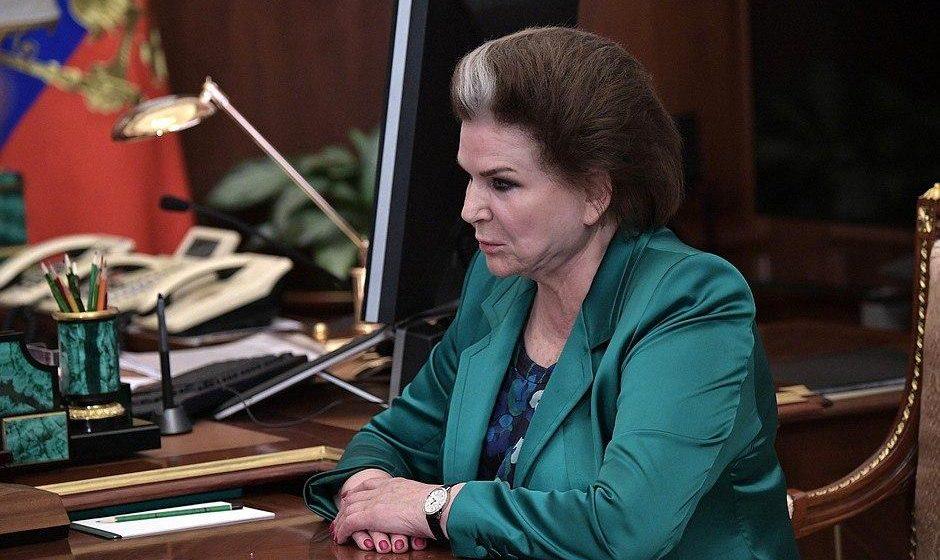Начинай сначала. В России предложили обнулить президентские сроки Путина при обновлении Конституции. Путин согласился