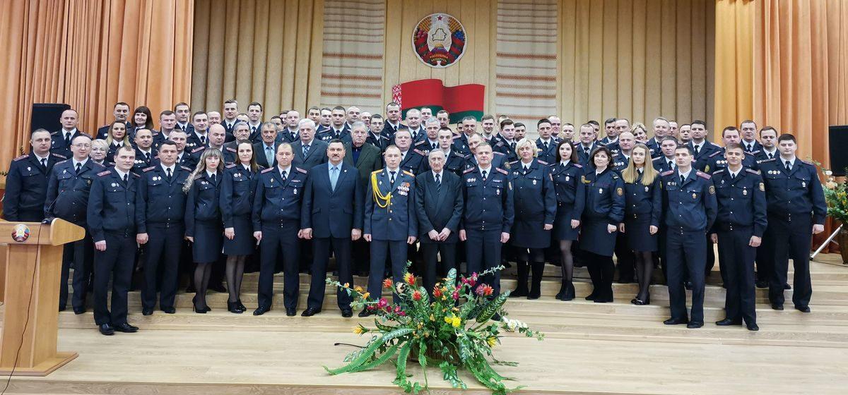 Барановичских милиционеров наградили в их профессиональный праздник