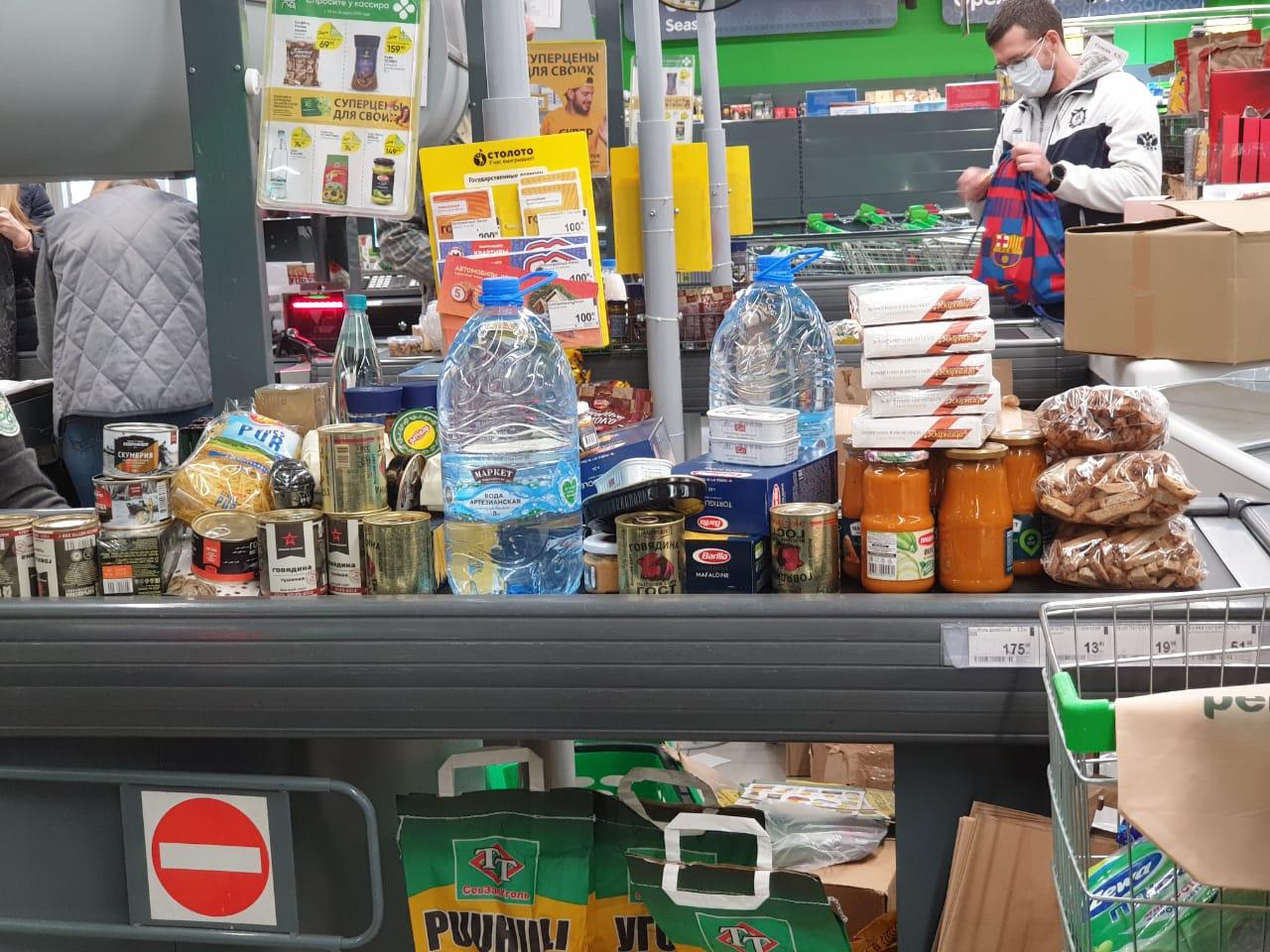 Грандиозная закупка в одном из магазинов Сочи, 28 марта. Фото: Анна Романова-Колосовская