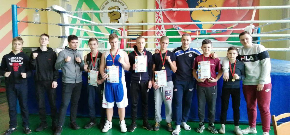 Юные барановичские боксеры отличились на областном первенстве. У кого золотые медали?