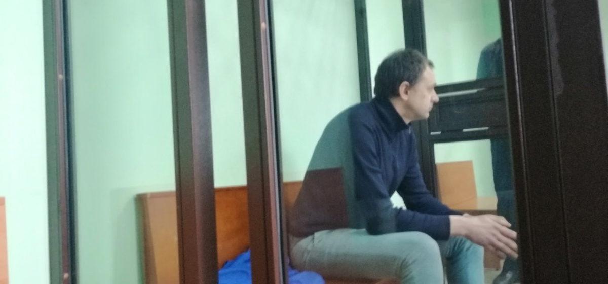 В Гродно начался суд над руководителем кружка по робототехнике, который курил с детьми марихуану