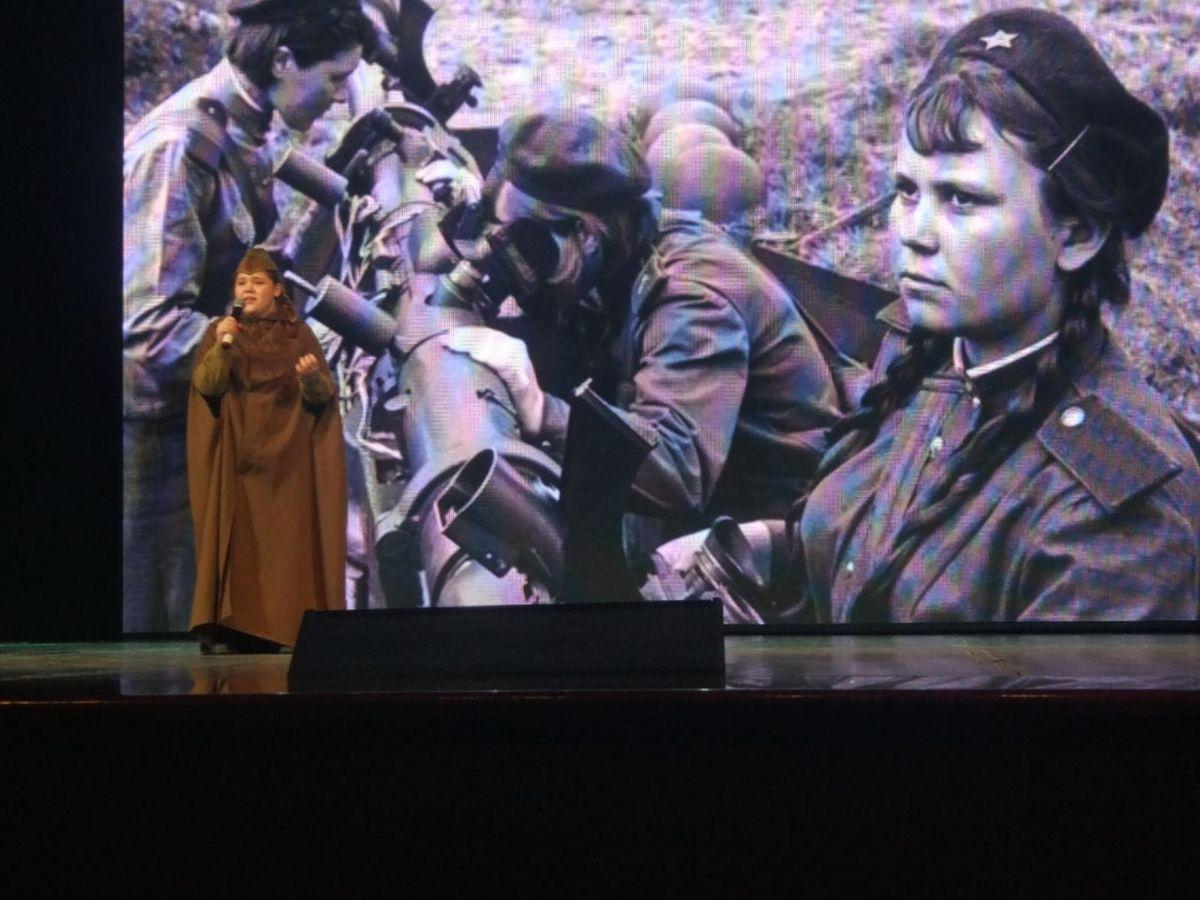 Анастасия Анацкая выступает со стихотворением «Зинка». Фото предоставлено Дарьей Шимонец