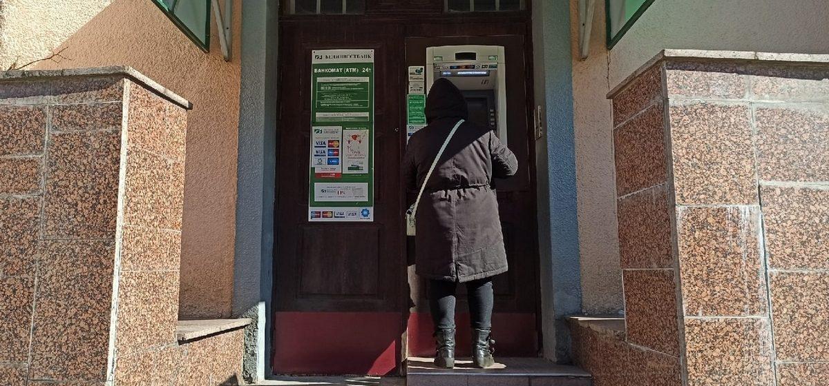 Житель Барановичей нашел чужую банковскую карту и пошел за покупками