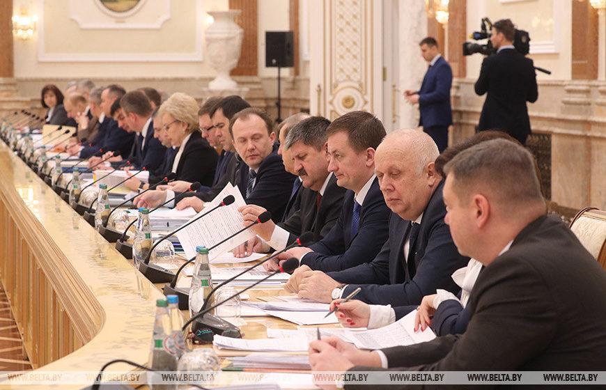Эксперт о белорусской экономике: «Или нет ни одного человека в «вертикали», который бы имел смелость сказать Лукашенко правду?»