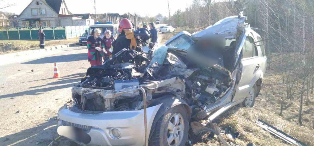 Лесовоз раздавил легковушку в Толочинском районе – погиб один человек. Фото