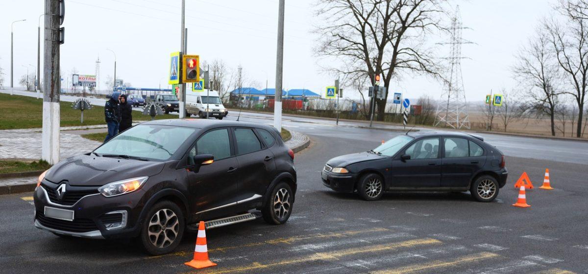 Автомобиль отбросило на соседнюю полосу в результате ДТП в Барановичах. Фото