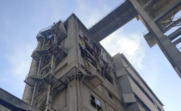 На белорусском цементном заводе произошел взрыв. Фотофакт