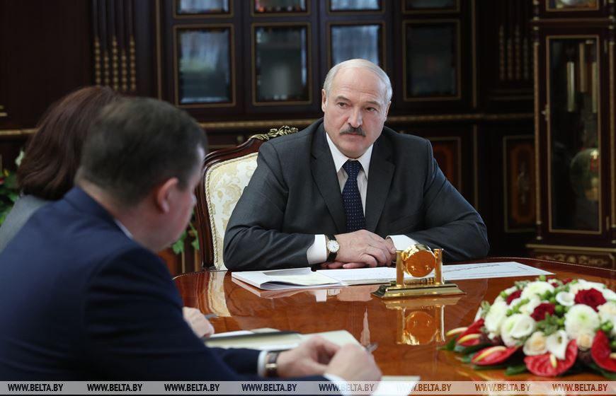 Лукашенко рассказал, как правильно носить маску