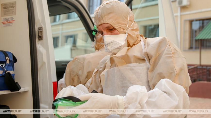 Правительство решает, как поощрить врачей, работающих с коронавирусными больными
