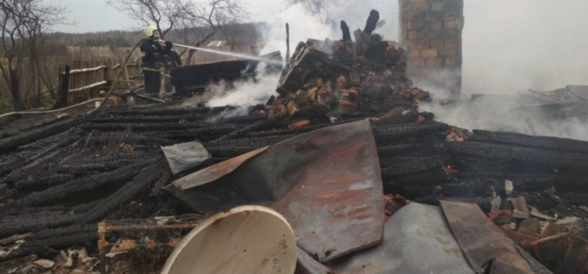 Под Барановичами полностью сгорел дом