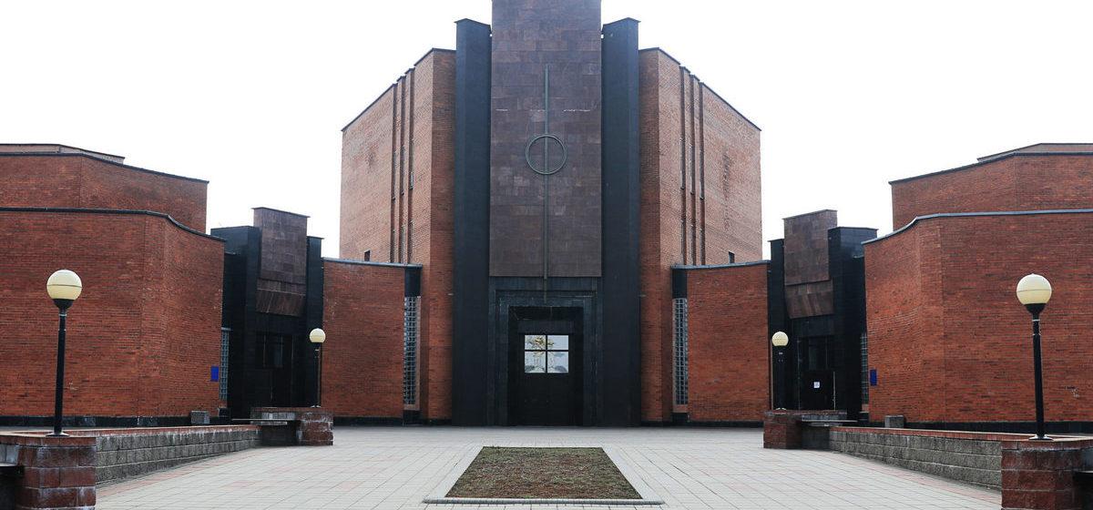 «Привозят 4-5 умерших от коронавируса ежедневно». Как работает единственный в Беларуси крематорий?