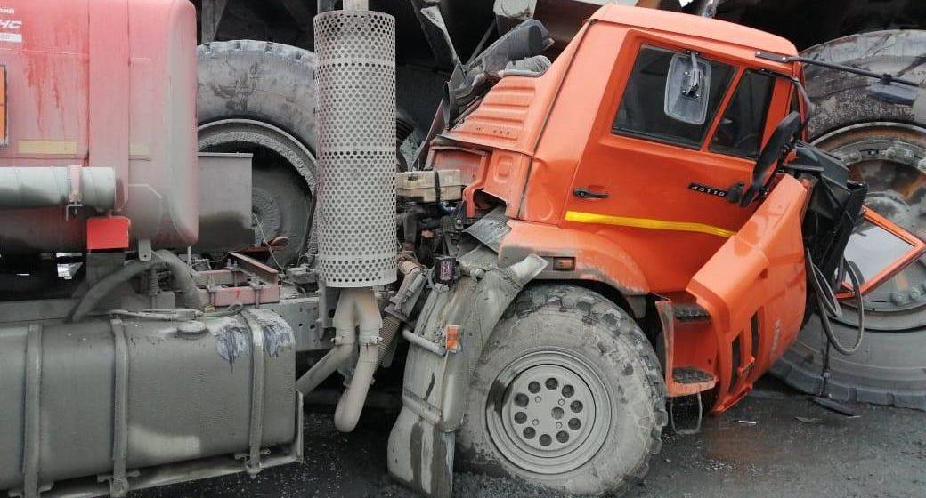 «БелАЗ» случайно переехал «КамАЗ». Посмотрите, что от него осталось. Фотофакт