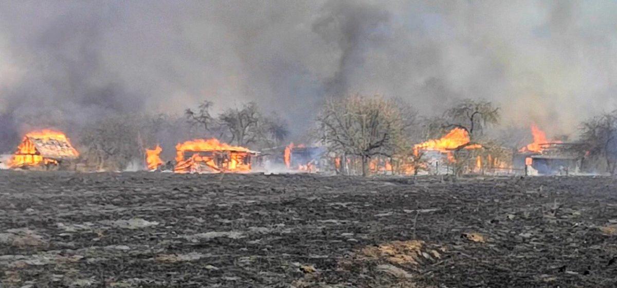 На Гродненщине сгорела почти вся деревня – более 20 домов. Фото