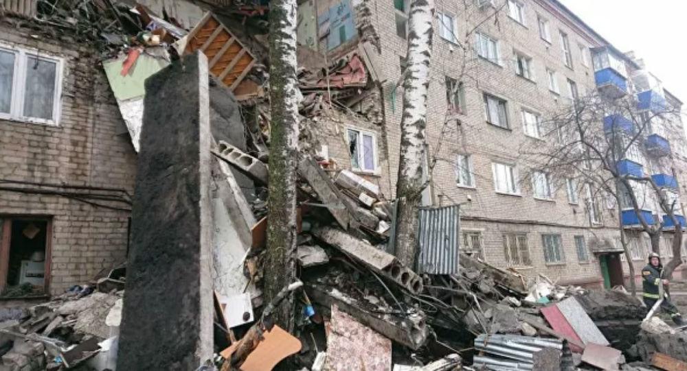 В России из-за взрыва бытового газа обрушился подъезд дома с третьего по пятый этаж. Фото