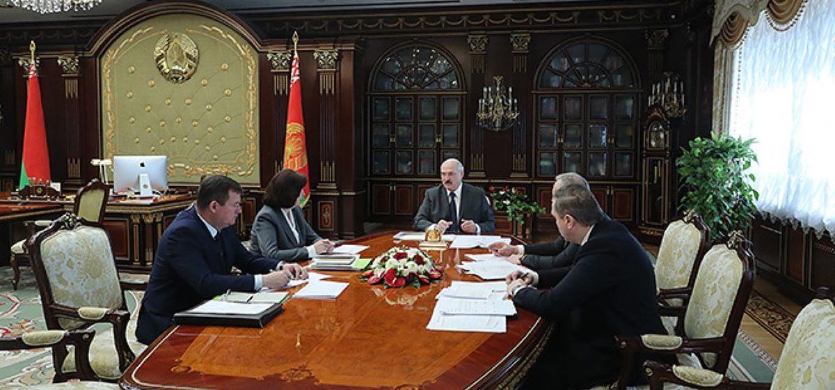 Лукашенко: Российские СМИ «плявузгают», а с белорусскими КГБ и милиции надо быть пожестче