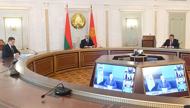 Лукашенко предложил Путину снизить цену на газ для Беларуси