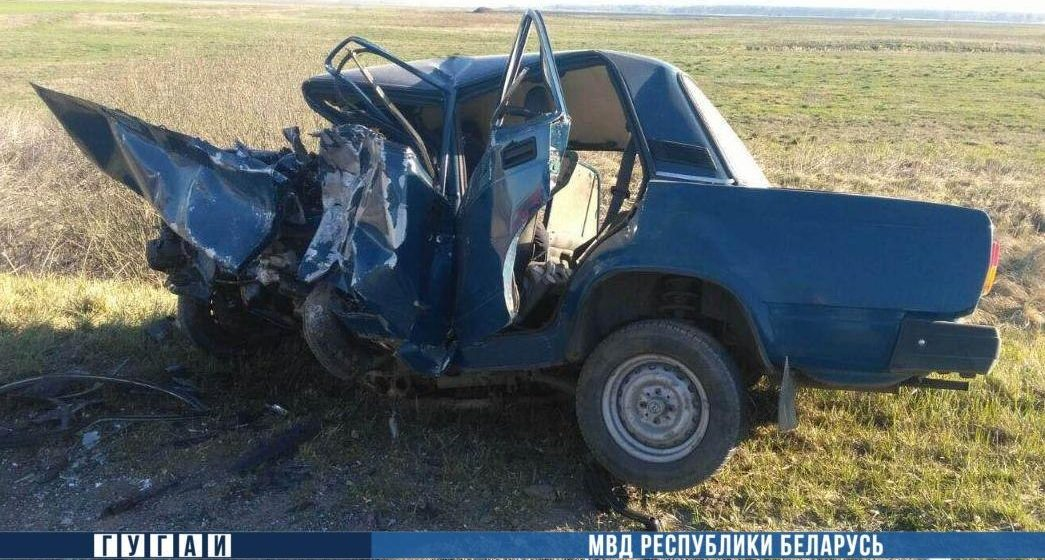 «ВАЗ» лоб в лоб столкнулся с «Рено» в Брестском районе – погиб один человек. Фотофакт