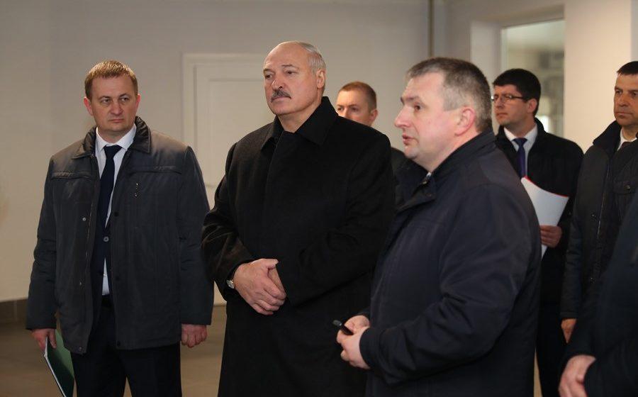 Лукашенко с председателем Витебского облисполкома обсудили умершего от коронавируса витебчанина: «Как жить? 135 кг веса»