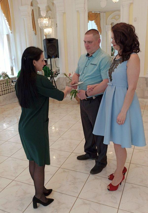 Тамара и Владимир во время регистрации брака. Фото: архив семьи ПИВОВАРЧИК