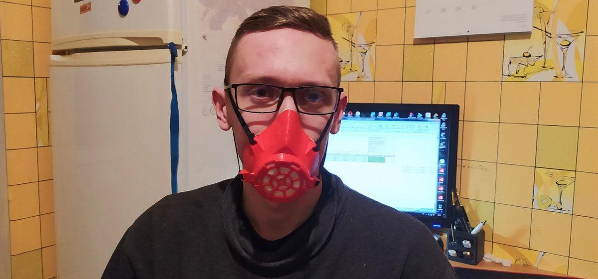 «Планируем сделать 750 масок». Как жители Барановичей печатают маски на 3D-принтере, чтобы помочь врачам
