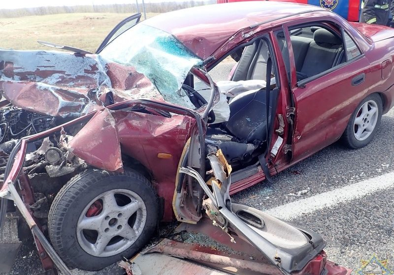 Под Витебском Mitsubishi «лоб в лоб» столкнулся с грузовиком