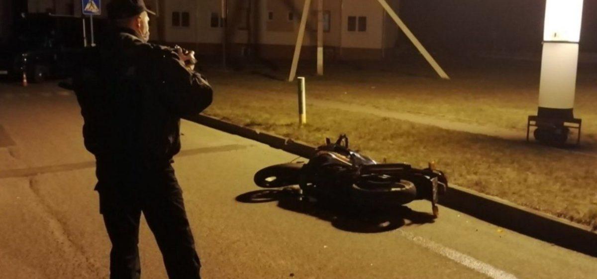 Байкер насмерть сбил в Щучинском районе 14-летнего парня, который выбежал на дорогу за мячом