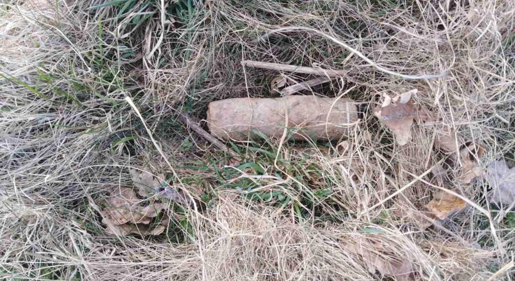 В поле под Барановичами мужчина нашел артиллерийские снаряды