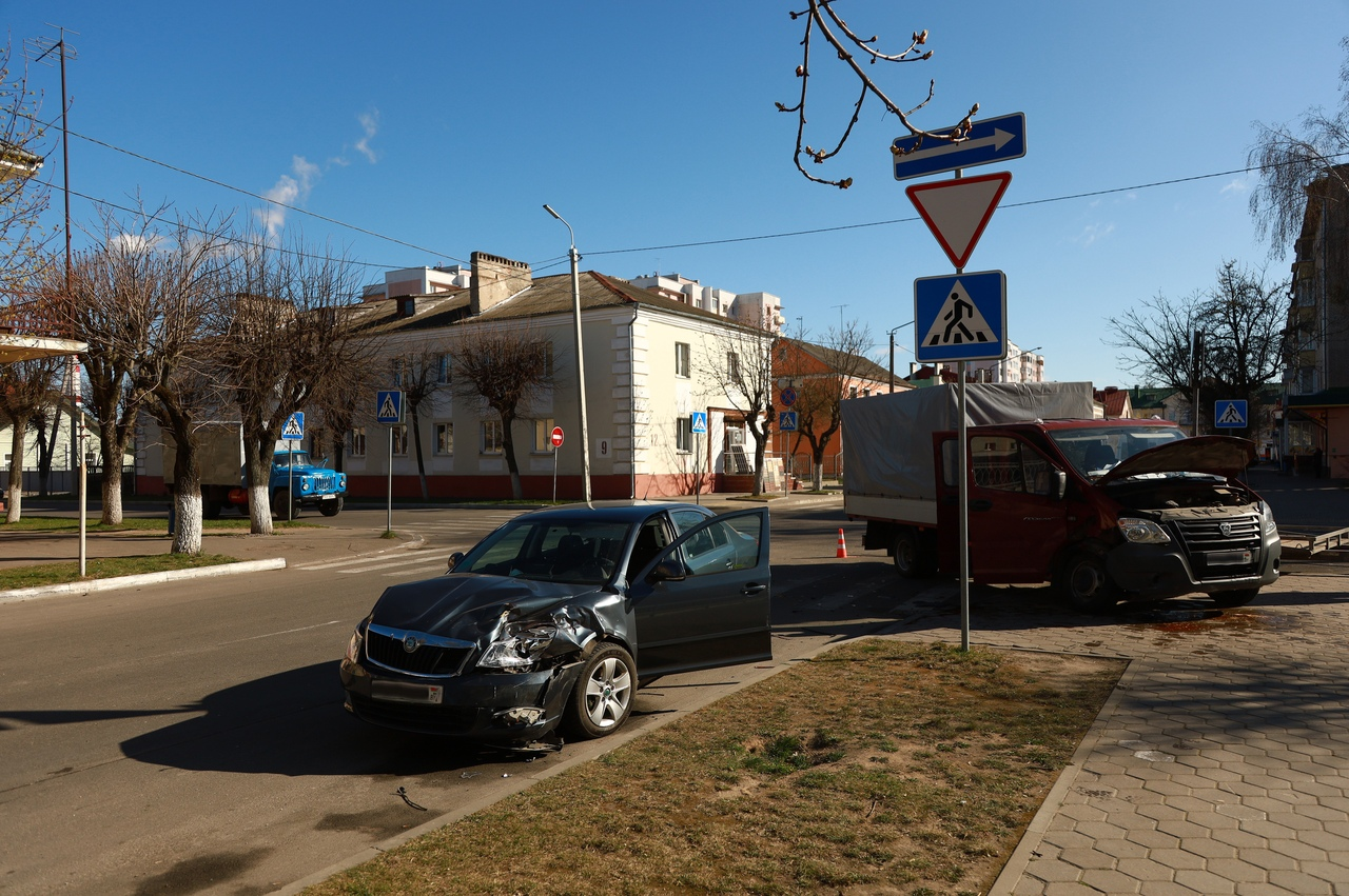 ДТП на перекрестке улиц Гагарина и Красноармейской. Фото: Александр КОРОБ