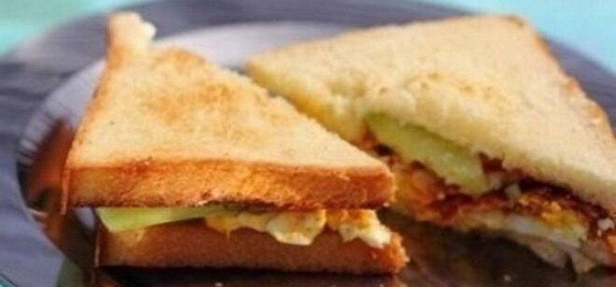 Вкусно и просто. Яичные сэндвичи с беконом и огурцом