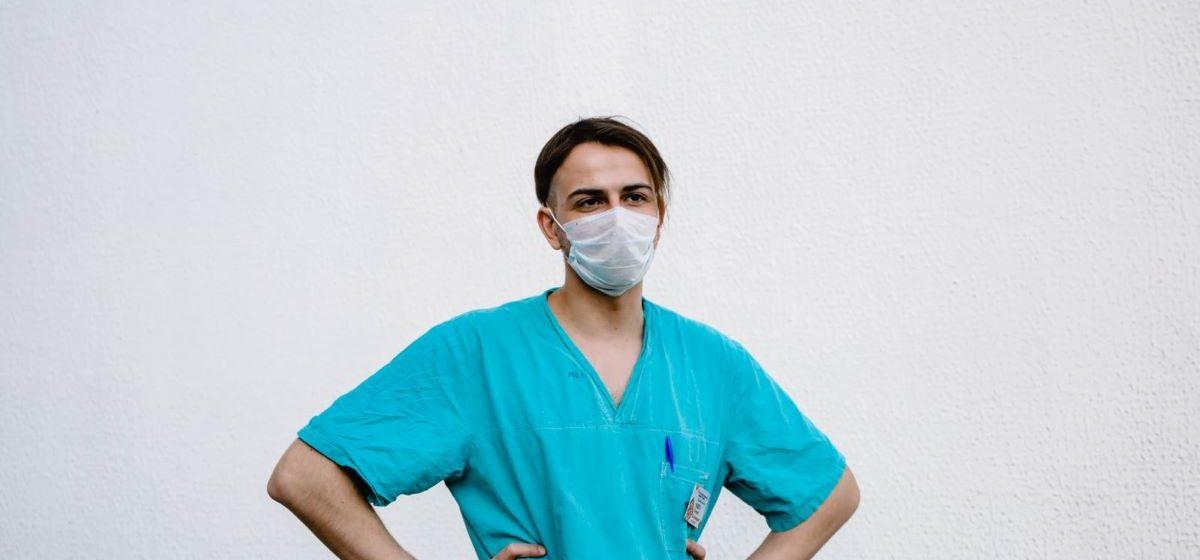 «Я ведаю, што захварэю». Гутарка з экстраным хірургам, які цяпер змагаецца з каранавірусам