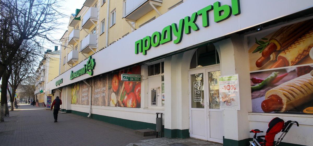 Чем живет легендарный магазин в центре Барановичей после реконструкции, кто и за чем туда ходит*