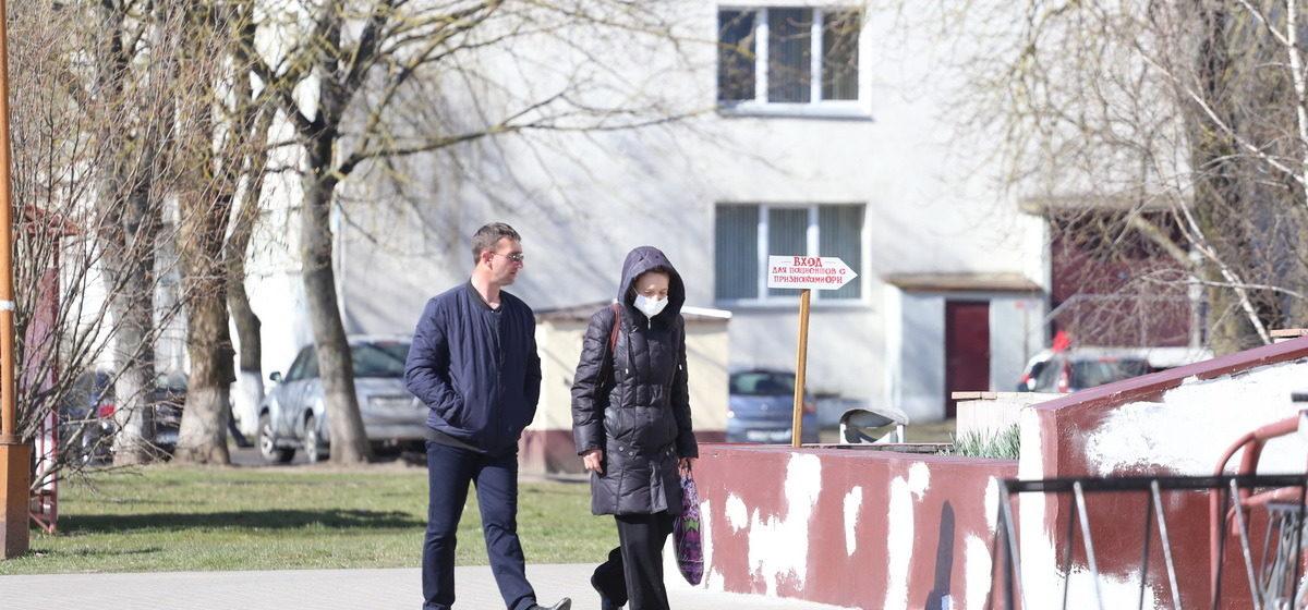 Белорусские медики рассказали, для кого опасен коронавирус и когда носить маску неуместно