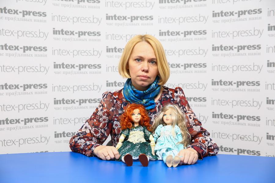 Марина  Шестак за пять лет создала около двухсот уникальных кукол.  Фото: Ольга ГУТОВСКАЯ