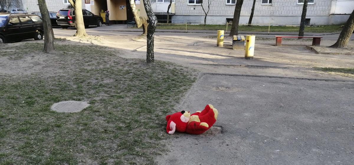 Троих детей изъяли у пьющих родителей в Барановичах