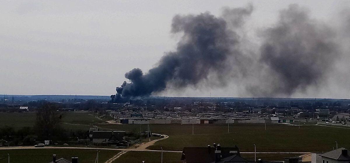 Столб черного дыма и стена из огня – что горело на окраине Барановичей. Фото, видео
