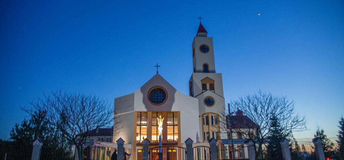 Расклад Велікодных набажэнстваў у баранавіцкіх каталіцкіх парафіях