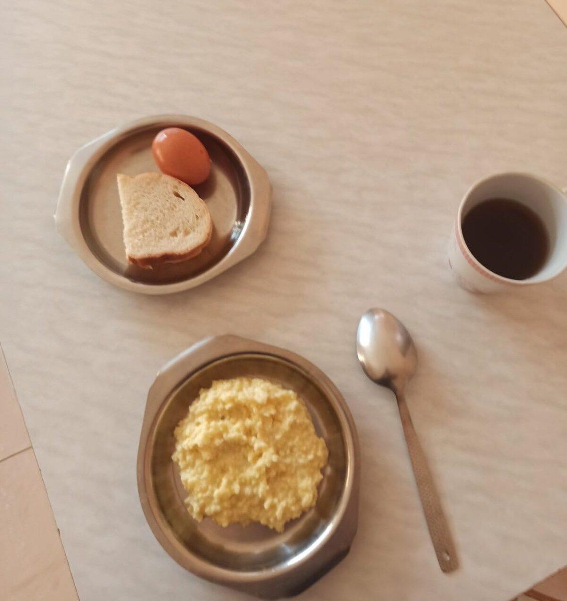 Илья считает, что еда в больнице не очень. Фото предоставлено читателем Intex-press