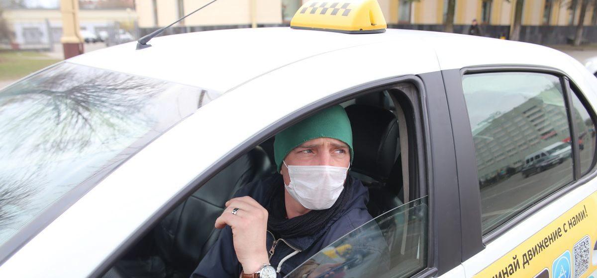 «Стал искать себе другую работу». Как защищаются таксисты от коронавируса в Барановичах