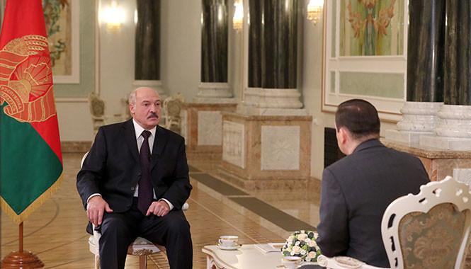 Лукашенко рассказал, как бороться с коронавирусом: Надо у костра посидеть, подышать дымом