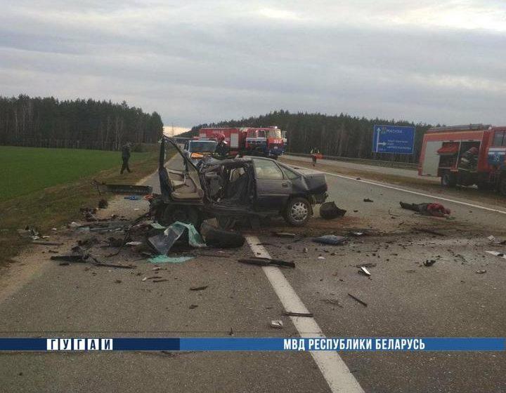 Под Минском Opel выехал на встречку и врезался в Mercedes — погибли два человека