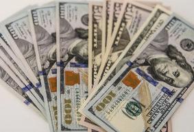 Почему дешевеют евро с долларом США и растет белорусский рубль, рассказал эксперт